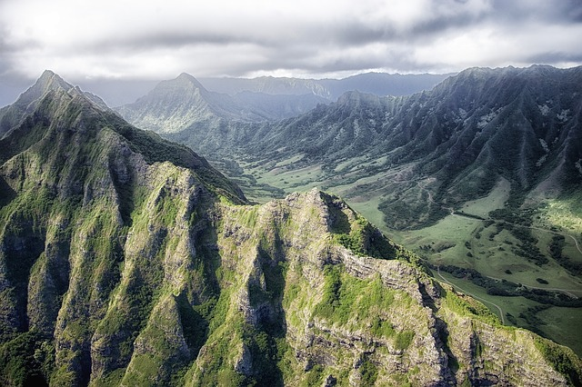 mountains in the fog in hawaii
